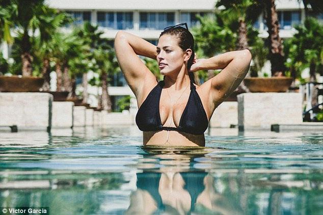 """""""Mẫu béo sexy nhất"""" mặc bikini khoe vòng 1 căng tràn - 6"""