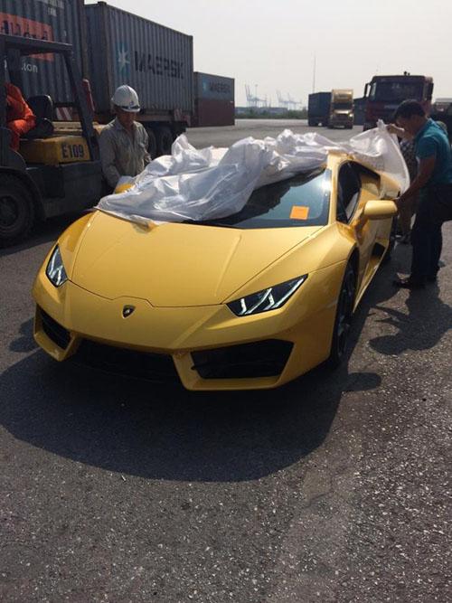 """HOT: Lamborghini """"giá rẻ"""" Huracan LP580-2 thứ 2 về Việt Nam - 7"""