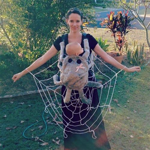 Học ông bố bà mẹ cho bé đi chơi Halloween - 1
