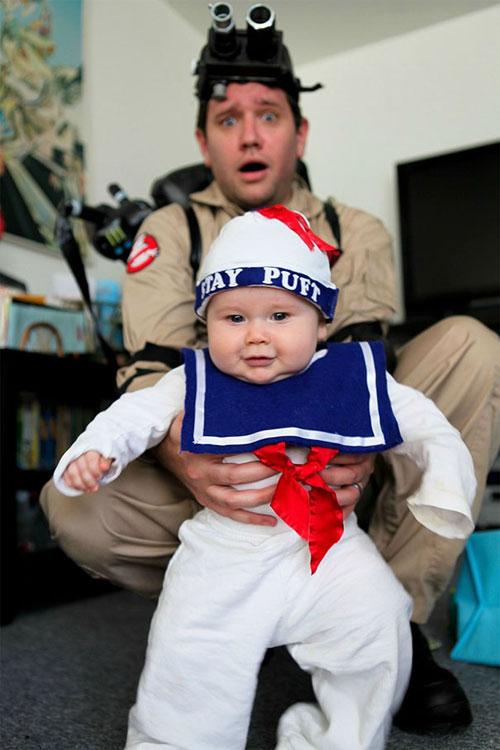 Học ông bố bà mẹ cho bé đi chơi Halloween - 2