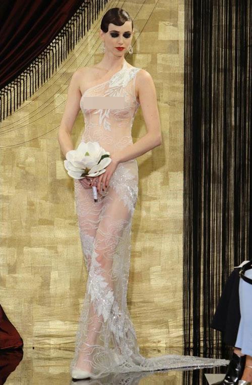 """Nín thở trước cô dâu mặc váy cưới """"mỏng như không"""" - 7"""