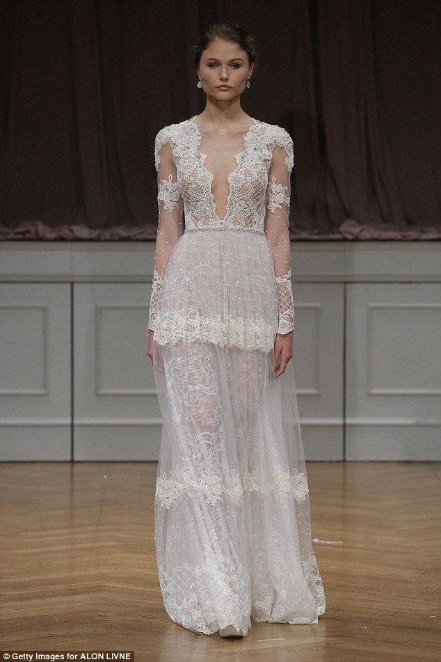 """Nín thở trước cô dâu mặc váy cưới """"mỏng như không"""" - 5"""