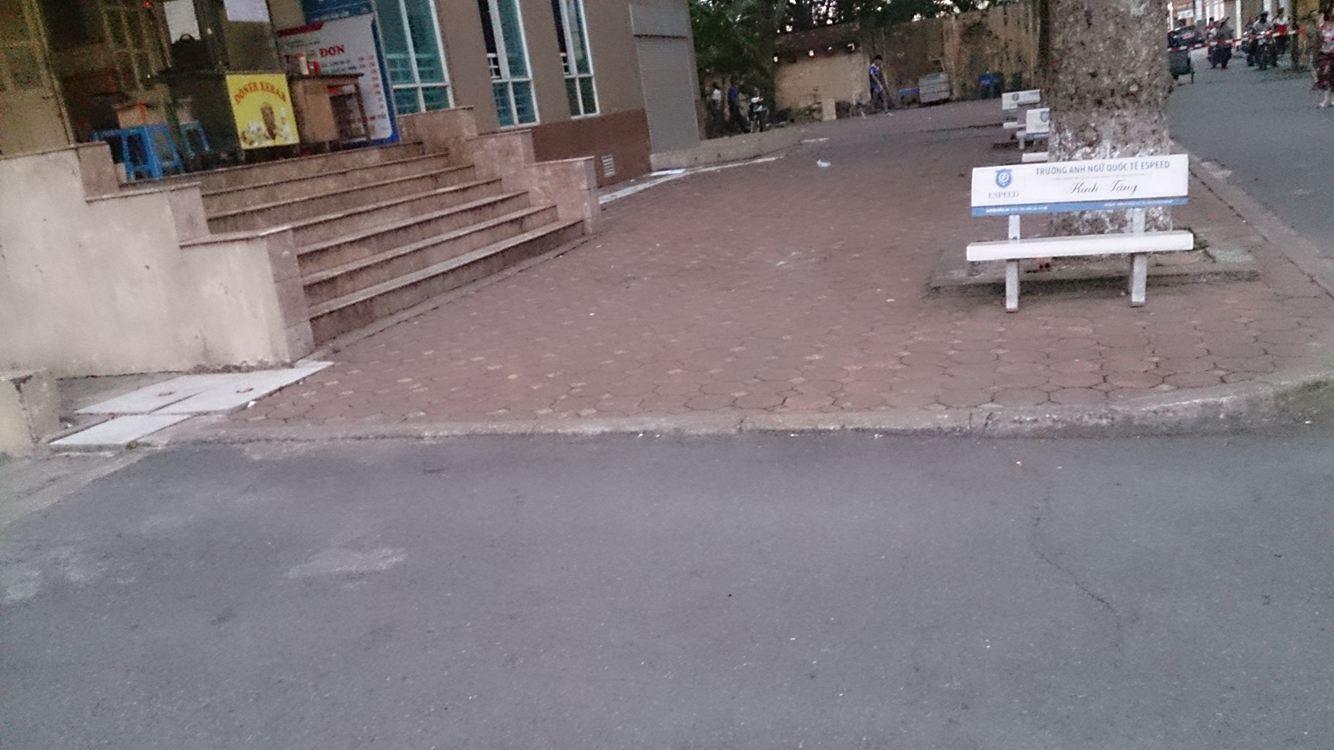 Nam sinh trường Đại học Thủy Lợi nhảy tầng 7 xuống đất - 1
