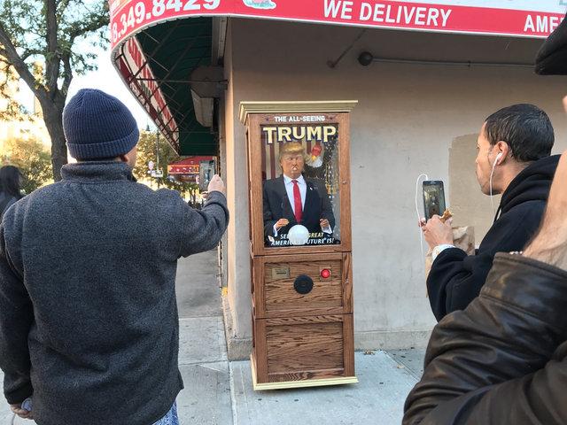 Máy hình Trump ăn nói linh tinh gây náo loạn New York - 1