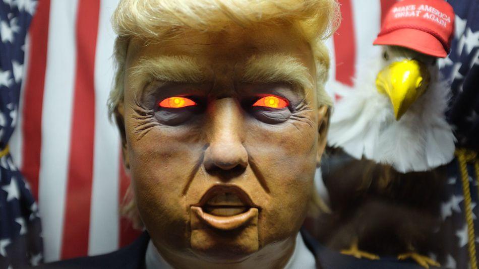 Máy hình Trump ăn nói linh tinh gây náo loạn New York - 2