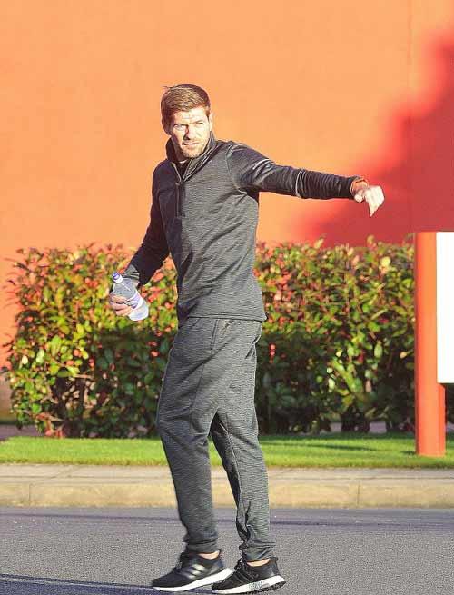 Gerrard đột ngột về Liverpool, tham mưu đấu MU - 3