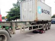 Tin tức trong ngày - Chui thẳng gầm container, thanh niên thoát chết kì diệu