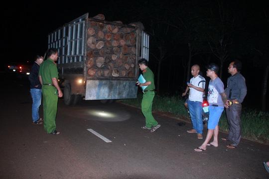 Dân bắt gỗ lậu, gọi kiểm lâm không đến - 1