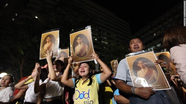 """Dân Thái đau đớn khóc thương vị vua """"thánh sống"""" băng hà - 3"""