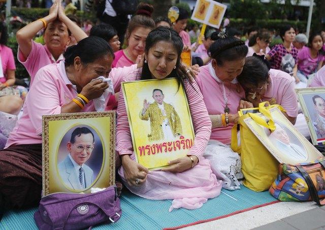 """Dân Thái đau đớn khóc thương vị vua """"thánh sống"""" băng hà - 9"""