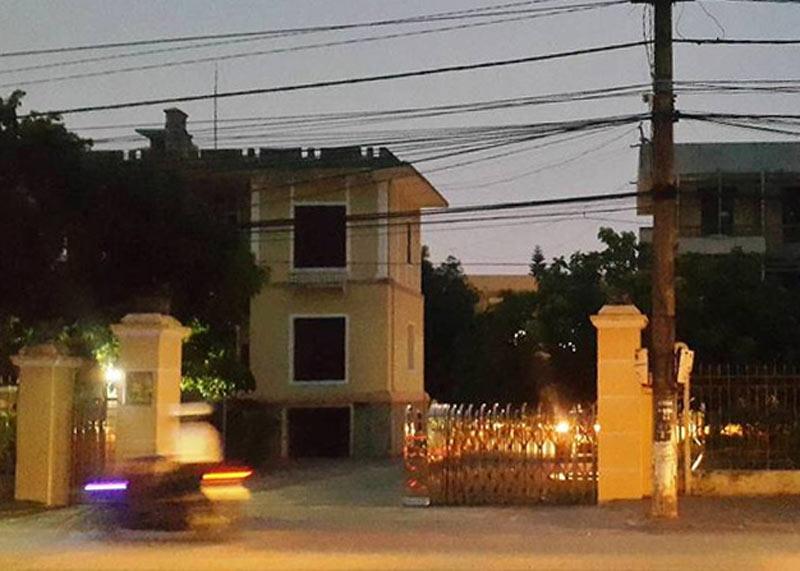 Phòng chủ tịch huyện bị kẻ gian đột nhập giữa đêm - 1