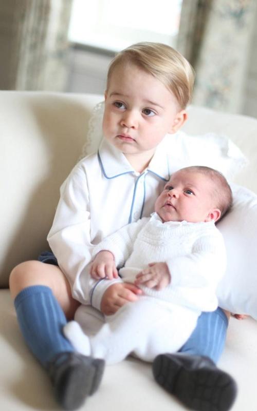 Vì sao Hoàng tử nhí George luôn mặc quần soóc - 3