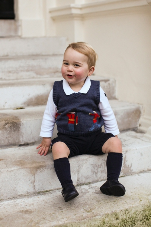 Vì sao Hoàng tử nhí George luôn mặc quần soóc - 4