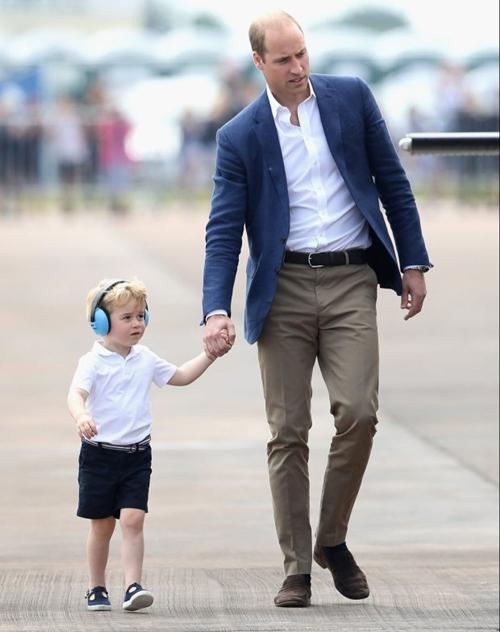 Vì sao Hoàng tử nhí George luôn mặc quần soóc - 9