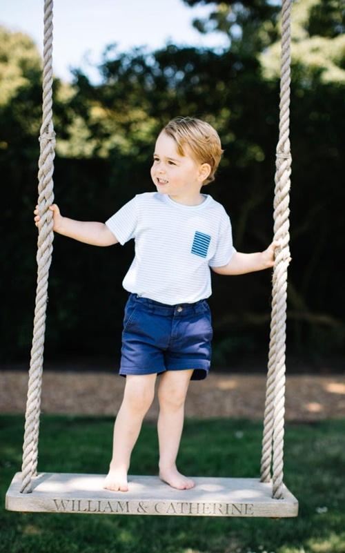 Vì sao Hoàng tử nhí George luôn mặc quần soóc - 7