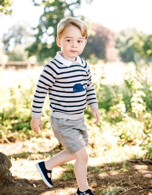 Vì sao Hoàng tử nhí George luôn mặc quần soóc - 6