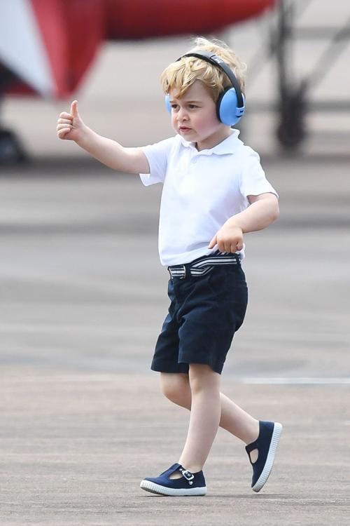 Vì sao Hoàng tử nhí George luôn mặc quần soóc - 5