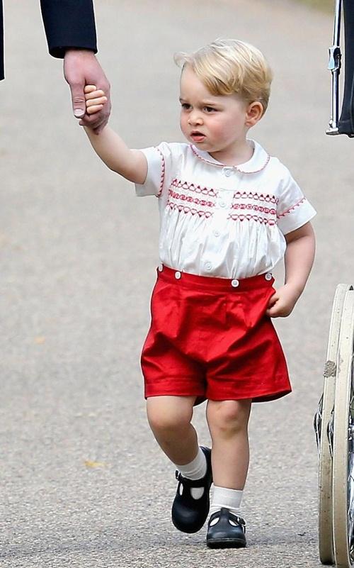 Vì sao Hoàng tử nhí George luôn mặc quần soóc - 8