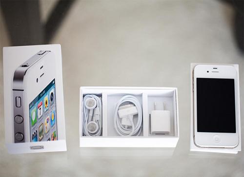 Đổ xô mua iPhone 4S 8Gb, BlackBerry PassPort giá rẻ - 1