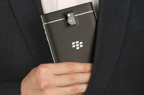 Đổ xô mua iPhone 4S 8Gb, BlackBerry PassPort giá rẻ - 2