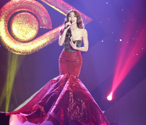 Video: Hà Hồ thổn thức hát nhớ người yêu cũ - 1