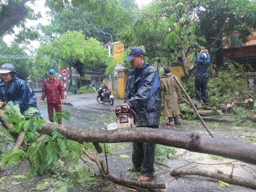Hai người chết và mất tích do áp thất nhiệt đới ở Huế - 1