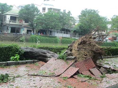 Hai người chết và mất tích do áp thất nhiệt đới ở Huế - 3