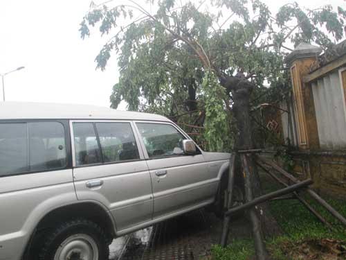 Hai người chết và mất tích do áp thất nhiệt đới ở Huế - 4