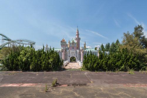 Hình ảnh rợn người bên trong công viên bỏ hoang ở Nhật Bản - 2