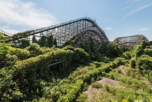 Hình ảnh rợn người bên trong công viên bỏ hoang ở Nhật Bản - 6