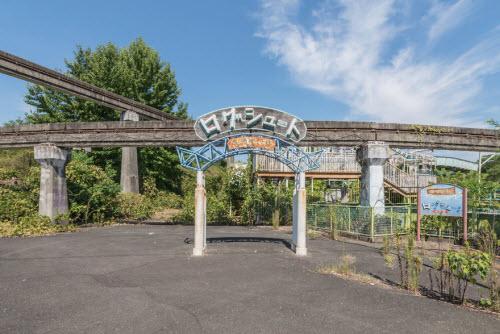 Hình ảnh rợn người bên trong công viên bỏ hoang ở Nhật Bản - 8