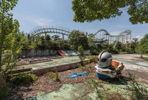 Hình ảnh rợn người bên trong công viên bỏ hoang ở Nhật Bản - 9