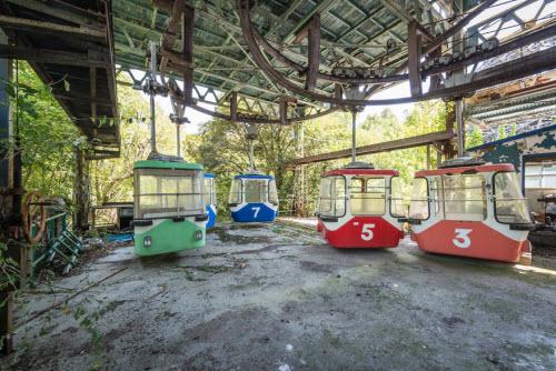 Hình ảnh rợn người bên trong công viên bỏ hoang ở Nhật Bản - 15