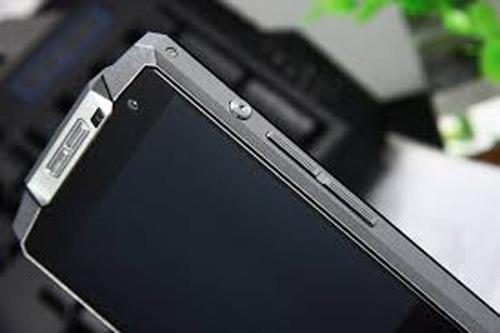 """""""Giật mình"""" với smartphone hơn 5 triệu pin khỏe, cấu hình khủng - 4"""