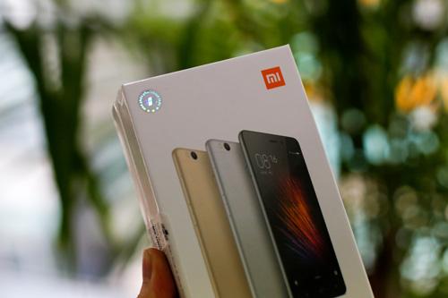 Trên tay điện thoại Xiaomi Redmi 3S - 1