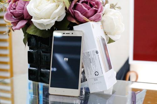 Trên tay điện thoại Xiaomi Redmi 3S - 2