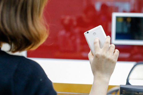 Trên tay điện thoại Xiaomi Redmi 3S - 3