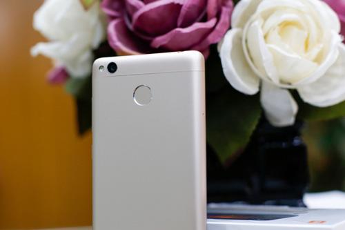 Trên tay điện thoại Xiaomi Redmi 3S - 4