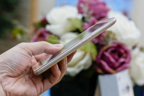 Trên tay điện thoại Xiaomi Redmi 3S - 5