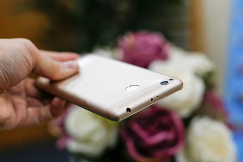 Trên tay điện thoại Xiaomi Redmi 3S - 7