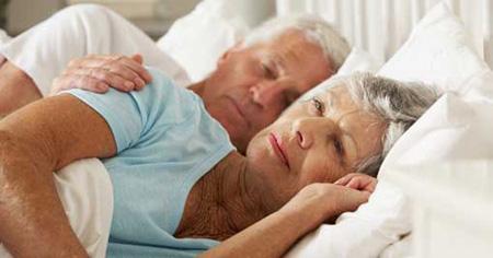 Người cao huyết áp: Làm sao để dễ ngủ và huyết áp không tăng vọt mỗi tối? - 2