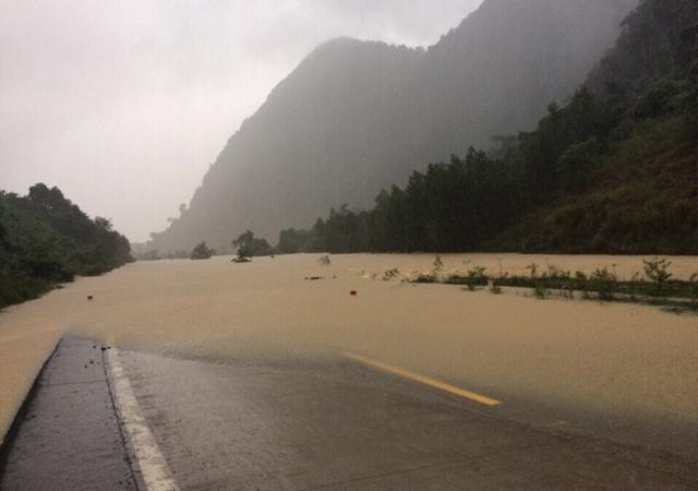 Quảng Bình – Quảng Trị: Ngập sâu trong mưa, 1 người mất tích - 2