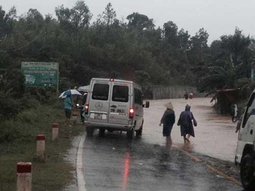 Quảng Bình – Quảng Trị: Ngập sâu trong mưa, 1 người mất tích - 1