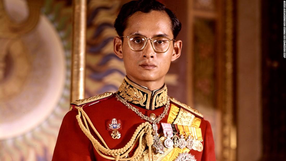 Vì sao tướng lĩnh phải quỳ phục dưới chân vua Thái Lan? - 2