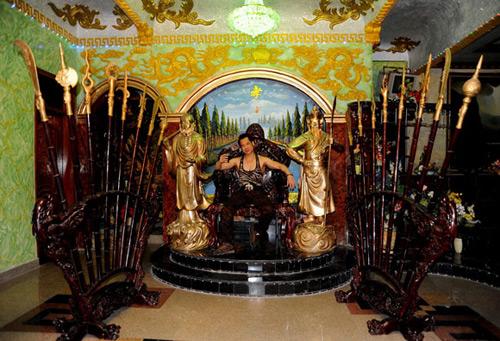 """Choáng với nhà như """"cung điện"""" giữa Sài Gòn của Ngọc Sơn - 1"""