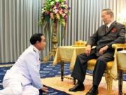 Thế giới - Vì sao tướng lĩnh phải quỳ phục dưới chân vua Thái Lan?