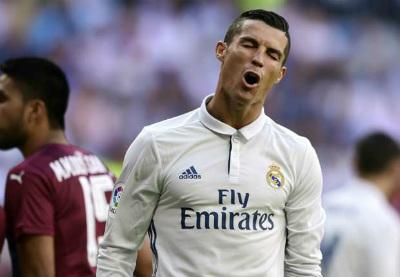 Ronaldo tự nhận số 1 thế giới, Messi mơ thành Peter Pan - 2