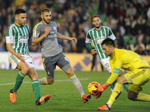 """Real Betis - Real Madrid: Chặn đứng """"khủng hoảng hòa"""" - 2"""
