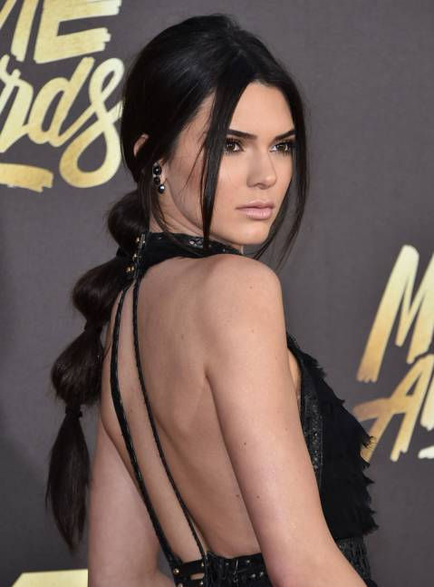 Cách buộc tóc bong bóng độc đáo như Kendall Jenner - 3