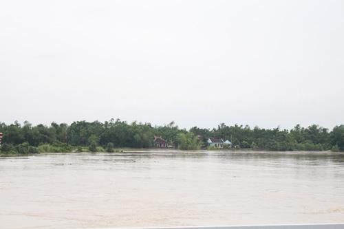 Ảnh: Nước mênh mông, người Huế đi thuyền từ nhà ra ngõ - 9